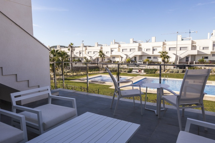 Modern apartments with 2 or 3 bedr at Vistabella Golf