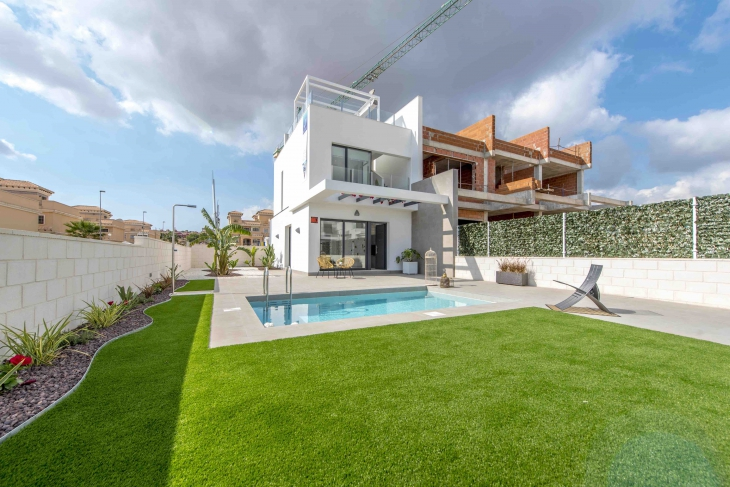 Modern houses for sale in Villamartin Costa Blanca