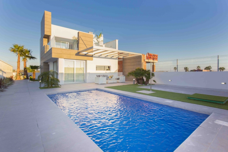 Ruime villa te koop in Guardamar Costa blanca